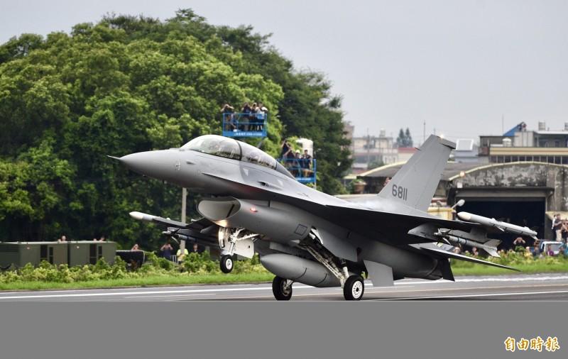 美的台海安全研析中心主任梅復興今天表示,美國將在近期宣布批准對台灣出售F-16戰機,且價格約在100億美元(約新台幣3000億元)以下。(資料照)