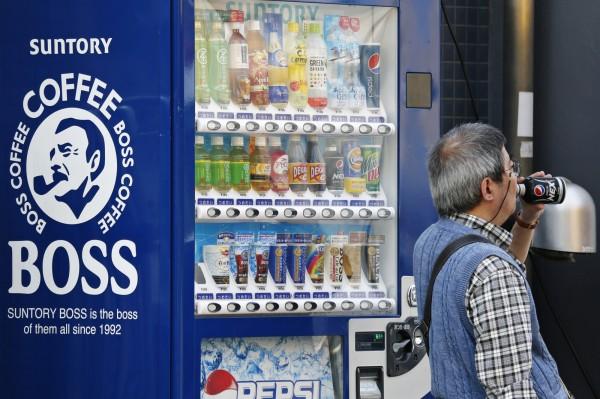 日本總務省調查,日本國內90歲以上人口突破200萬,在職的65歲以上老年人,則是達到770萬。(資料照,彭博)