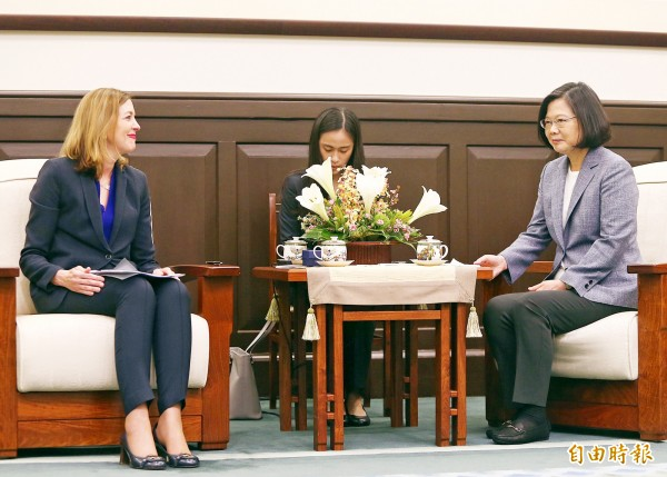 President Tsai Ing-wen, right, yesterday meets with US Assistant Secretary of State for Educational and Cultural Affairs Marie Royce at the Presidential Office. Photo: CNA