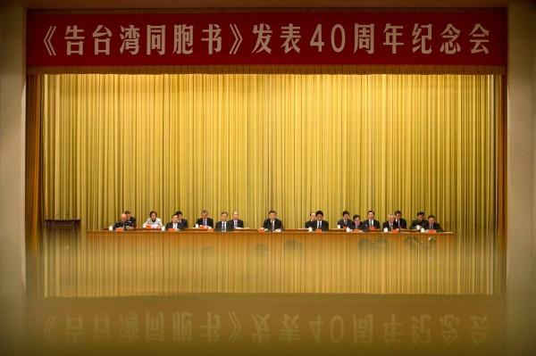 香港大學民意研究計劃在1月22日發布一個民調顯示,有超過5成的香港民眾認為「一國兩制」不適合台灣、有6成香港人對「兩岸終極統一」沒有信心,而有過半數的香港人反對「台灣獨立」。(法新社)