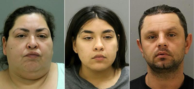 美國46歲婦人菲格羅亞(Clarisa Figueroa,左),涉嫌騙出19歲高中生孕婦將其勒斃再剖開子宮取出嬰兒,她24歲的女兒德西里(Desiree,中)坦承協助母親勒死受害者,菲格羅亞40歲的男友波帕克(Piotr Bobak,右)則涉嫌知情不報。(法新社)