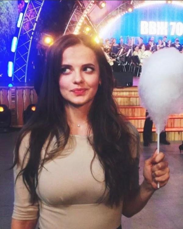 現年27歲的蘿西亞娜曾在國防部的媒體紅星電視台擔任記者。(圖擷取自網路)