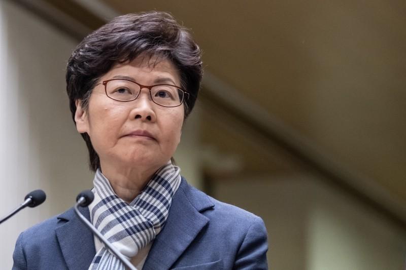 香港行政長官林鄭月娥昨(14)日上午前往北京,展開為期4天的述職行程,預估此行將與中國國家主席習近平和總理李克強會面。(彭博)