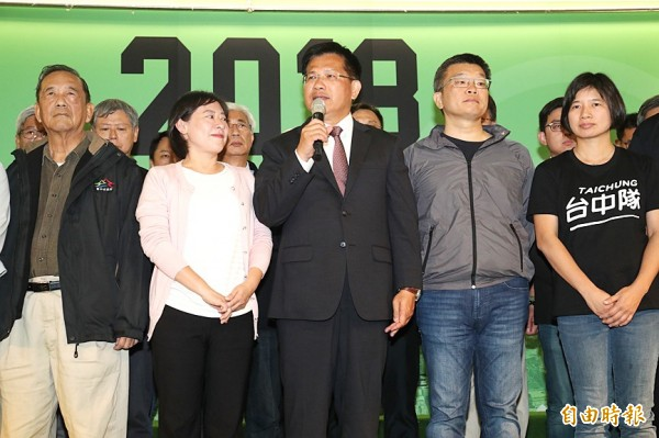 Taichung Mayor Lin Chia-lung, center, of the Democratic Progressive Party, concedes the election just before 8pm in Taichung yesterday. Photo: CNA