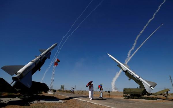俄國國防部長今(3)日表示,莫斯科已將S-300防空飛彈系統提供給敘利亞軍隊。(路透)