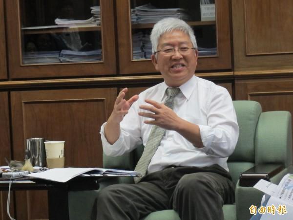 美河市住戶主張「做一道牆分隔」,還要市府賠償房價損失。對此,台北市前副市長張金鶚在臉書上痛批台灣社會完全沒有「居住正義」了!(資料照,記者謝佳君攝)