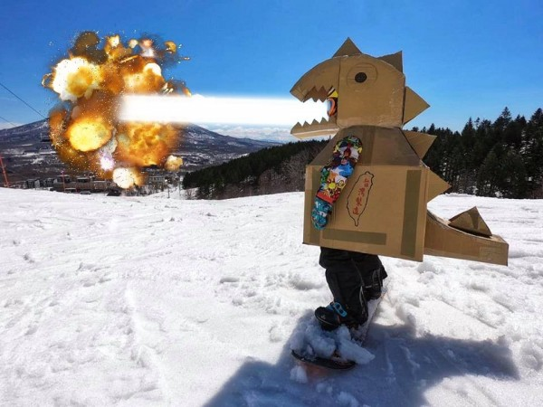 爸爸轉述兒子願望「想要像哥吉拉一樣把山摧毀」引起網友紛紛幫忙P圖。(圖擷取自臉書社團「爆廢公社」)