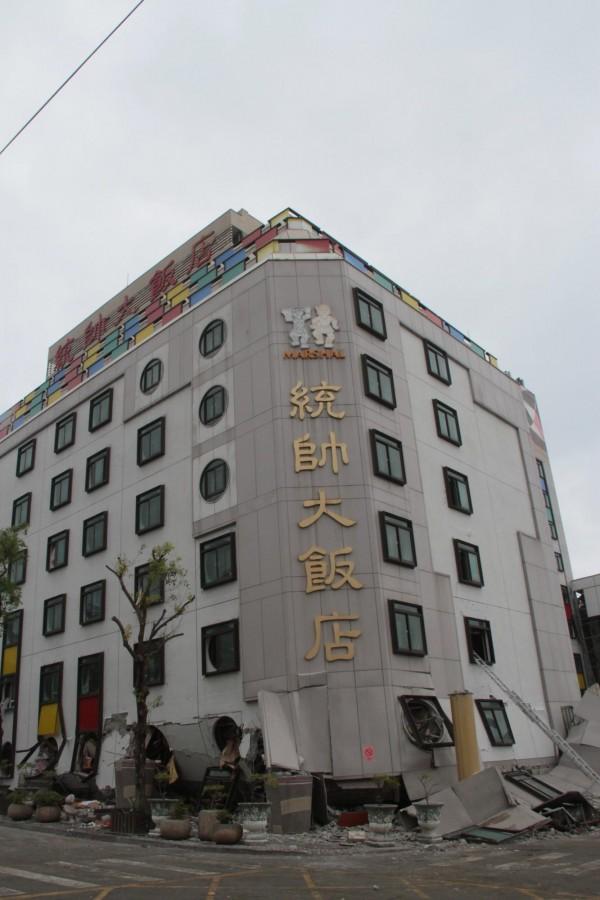 統帥大飯店表示,會在原址原地重建,薪水也會照發,不會虧待員工。(記者林欣漢攝)