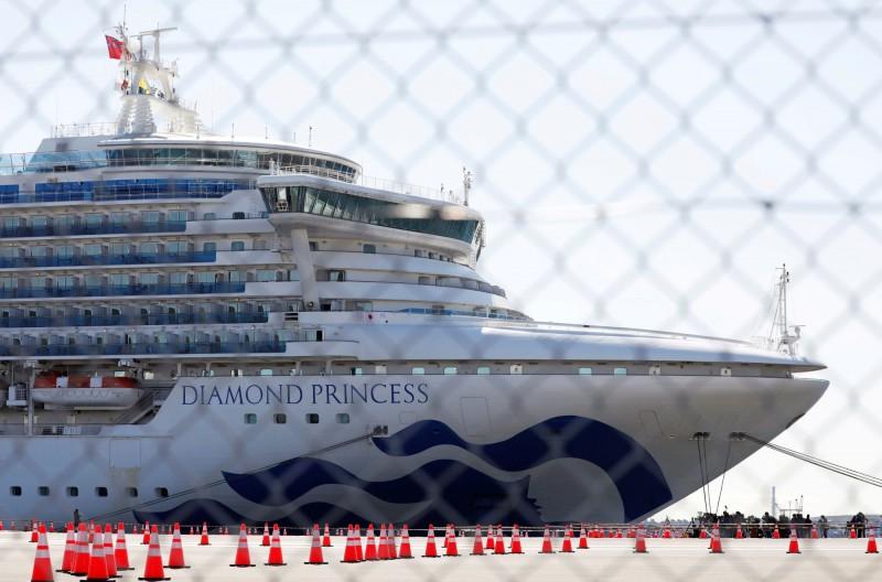 鑽石公主號船上乘客將在19日解除隔離,日本厚生勞動省表示,明日大約有500人可下船,以高齡者優先。(路透)