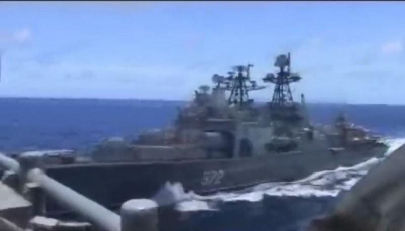 美國海軍網站放上影片,還原當時情況。(圖翻攝自影片)