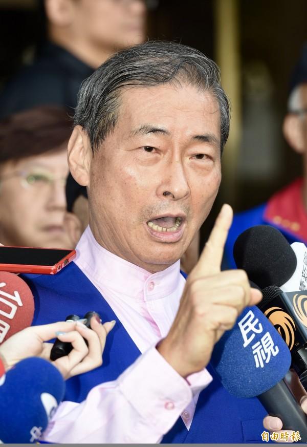 中华统一促进党总裁「白狼」张安乐呼吁蓝色选民「缅怀中华民国,拥抱中华人民共和国」,加入统一大军。(资料照)