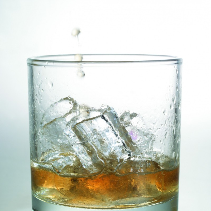 莊姓男子長期酗酒又不工作,其妻訴請離婚,獲法官判准。(資料照)