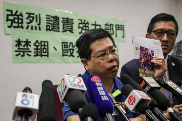 香港民主黨黨員林子健今(11)日於記者會上指控遭到中國執法人士強擄毆打。(圖取自端傳媒)