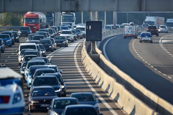 圖為法國來往盧森堡的車道,每天上下班通勤時間都會發生嚴重的塞車問題。(法新社)