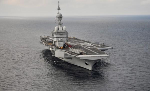 由於中國在爭奪海權的強硬態度,日本與法國在近日的會談中,已應允要加強對話與軍事合作。圖為法國海軍核子動力航空母艦戴高樂號。(法新社)