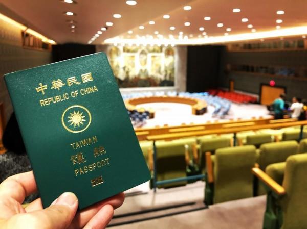 一名高姓部落客在臉書粉專上,提到日前想拿中華民國護照進入聯合國紐約總部參觀遭拒。(圖由高姓部落客授權使用)
