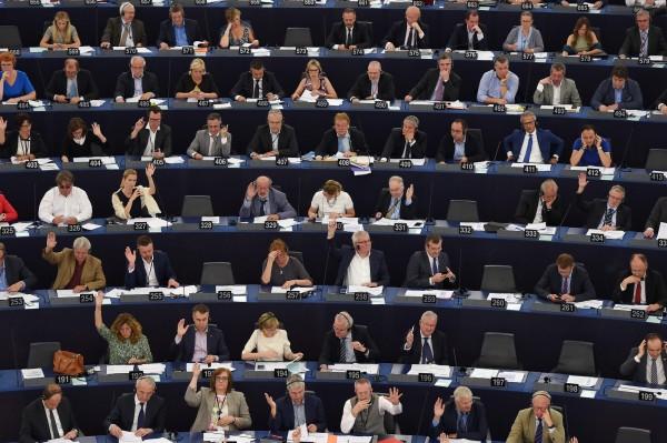 歐洲議會今天通過決議,呼籲中國政府讓諾貝爾和平獎得主劉曉波出國就醫,並釋放台灣人權工作者李明哲。圖為歐洲議會開會資料照。(法新社)