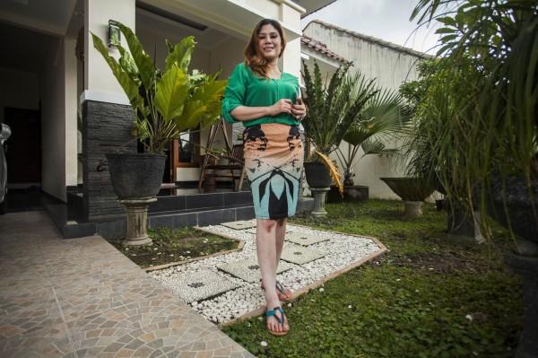 印尼1位火辣單身女屋主打出「買屋就送女屋主」的廣告,沒想到誤打誤撞真的找到伴侶。(圖由法新社AFP提供)