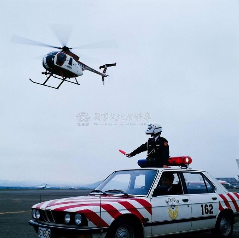 「國道公路警察局」粉專小編指出,以前紅斑馬也會跟空警隊一起執勤。(圖擷自國道公路警察局臉書)