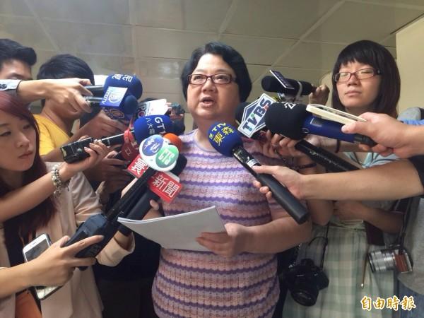 北市議長吳碧珠稍早接受訪問,宣布政黨協商結果。(記者盧姮倩攝)