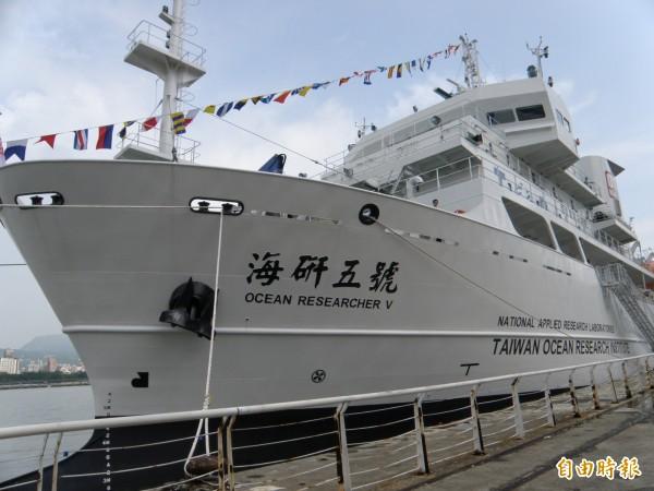 2700噸級的海研五號研究船用,肩負海床地貌國土調查與甲烷水合物新能源探勘的重要任務。(資料照,記者湯佳玲攝)
