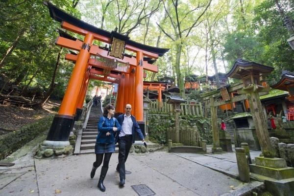 伏見稻荷大社在「TripAdvisor」網站上連續5年被評為「最受外國人歡迎的旅遊景點」。(歐新社檔案照)