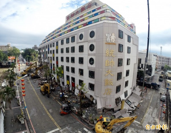 統帥大飯店(見圖)在0206花蓮大地震中塌陷,釀成一名員工死亡,建築師今天獲緩起訴1年處分,並需支付公庫50萬元。(資料照)