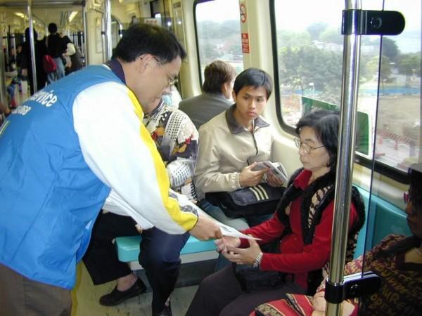 有民眾日前搭乘北捷時,目睹一名少婦欲哺乳嬰兒時遭其他乘客阻止。圖非本人。(資料照)