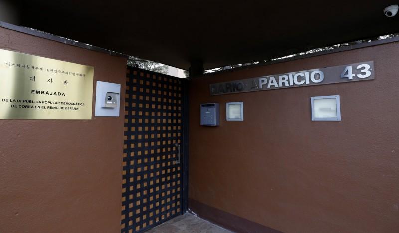 北韓駐西班牙大使館在2月22日遭10位不明人士闖入,控制使館人員後奪取多台電腦後駕車逃逸;不過近期西班牙當局調查後赫然發現,這起「搶劫案」的幕後黑手可能涉及境外的情報單位,其中包括美國中情局。(美聯社)