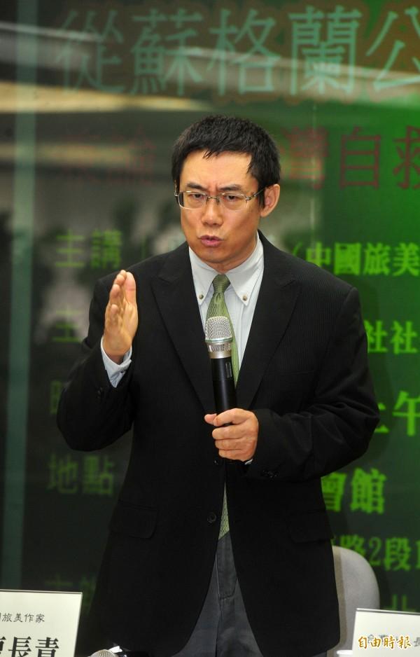 曹長青在政論節目中,大力批評毛語錄中「台灣是中國自古以來不可分割的一部份」的一句話。(資料照,記者簡榮豐攝)