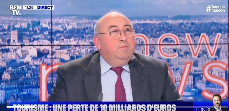 法國電視台BFMTV評論記者艾瑪紐爾-勒西普勒(Emmanuel Lechypre)忘了關麥克風,引發軒然大波。(圖擷取自推持畫面)