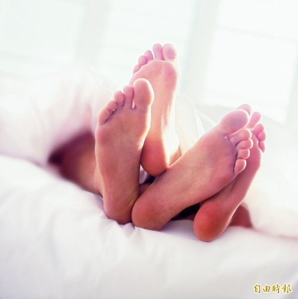 台中日友當舖分享-人妻與小王的姦情因BETWEEN對話「月經沒來 懷孕怎辦...」而被判刑。圖為情境照。