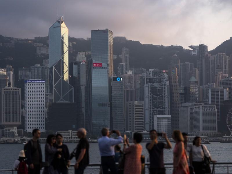 今年年中,香港人口的臨時數字首度突破750萬。(彭博)