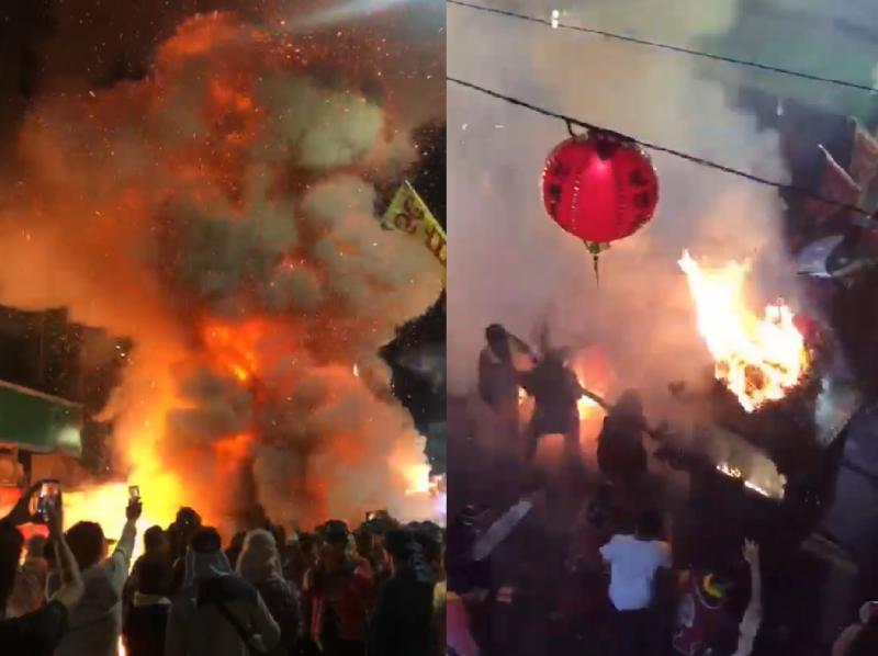 北港轎天宮媽祖遶境四媽鑾轎在炮場炸轎時著火,烈焰衝天很嚇人。(記者黃淑莉翻攝)