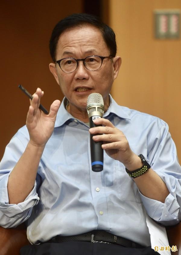 針對學生租屋問題,台北市長候選人丁守中認為應該由市府建立平台,並要求周邊租屋增添保險。(記者簡榮豐攝)