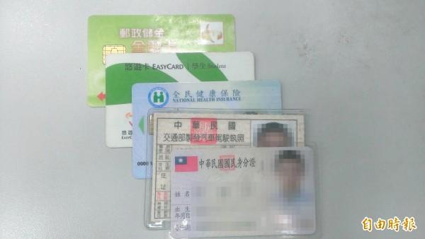 內政部規劃身分證將於106年改頭換面,誕生第一張「晶片身分證」,可望將結合報稅、駕照、健保卡等功能,號稱成為世界最先進的身分證。(示意圖)