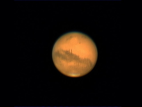 近15年來最大「火星衝」將在今天(27日)登場,同時週六(28日)凌晨今年第二度的「月全食」,為本世紀持續時間最久,全程將近4小時的月食。圖為火星衝。(氣象局資料照)