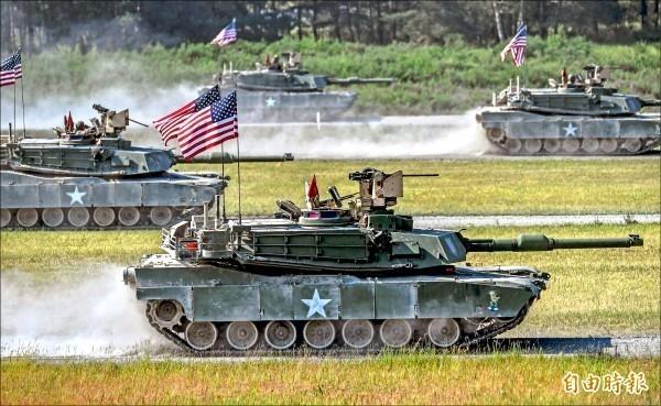 美國國務院在美東時間8日批准108輛「M1A2T」戰車等4項對台軍售案,讓中國外交部表達強烈不滿和堅決反對,要求美方立即撤銷此軍售案。圖為美軍M1A2戰車。(歐新社)