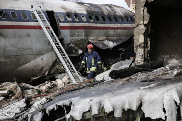 一架波音707貨機在伊朗首都德黑蘭附近墜毀。(歐新社)