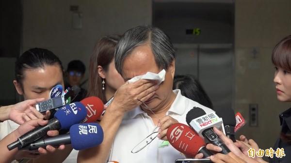小野昨親上火線回擊丁守中批評,講到激動處三度爆哭。(記者沈佩瑤攝)