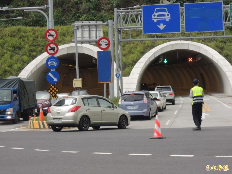 高雄市長韓國瑜昨(8)日在花蓮造勢大會上,提出包括蘇花改二期要趕快動工在內等等3項宜花東交通建設支票,但被交通部官員打臉這些方案不可行。圖為蘇花改的蘇澳隧道北端入口。(資料照)