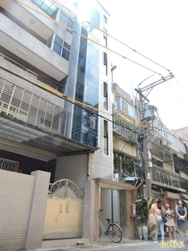新北市首例老舊公寓加裝電梯補助案,昨天取得使用執照,今天啟用。(記者賴筱桐攝)