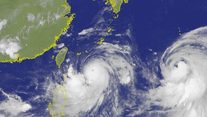 中央氣象局指出,颱風時速13公里往西北方前進。(圖擷取自中央氣象局)