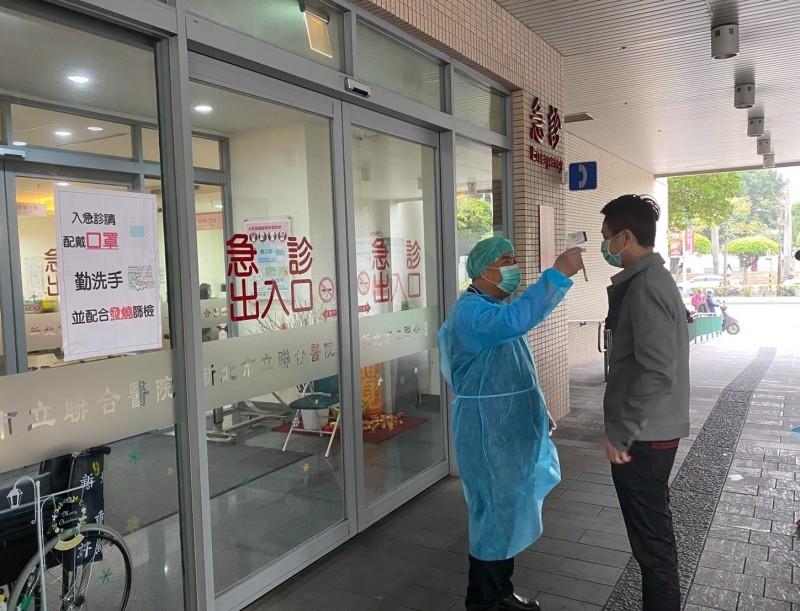 為防堵新型冠狀COVID-19(武漢肺炎)病毒於社區及醫療院所傳播,台北市衛生局對未配合居家隔離及居家檢疫規定擅離指定住所民眾持續開罰,衛生局2月19日針對8位未配合規定擅離指定住所之居家檢疫民眾各裁處1萬元罰鍰,示意圖,與新聞事件無關。(資料照)