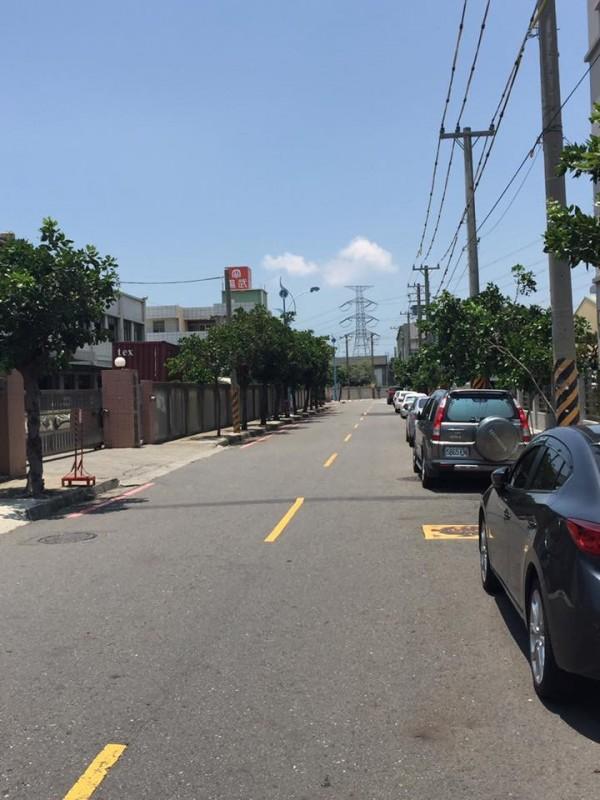 網友在臉書指出,今天晚上10點在全興工業區工東一路一帶有送肉粽。(圖擷自臉書社團「伸港小鎮」)