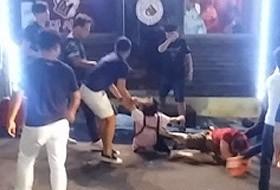 8名中國觀光客在韓國濟州島圍毆餐廳老闆娘。(圖擷取自《朝鮮日報》)