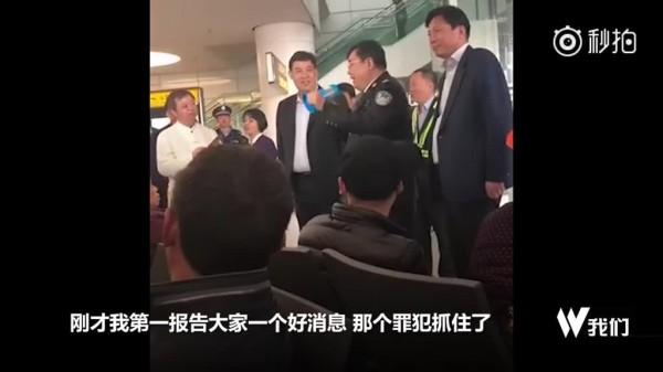 河南公安廳長在新鄭機場,指該嫌犯是精神病發作,已被逮捕。(圖擷取自網路)