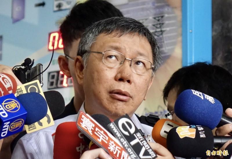 台北市長柯文哲今日受訪時聲稱,因為總統蔡英文在中國領導人習近平發表「告台灣同胞書40週年」談話後「撿到槍」回嗆,才會造成中國頻頻派軍艦、飛機繞台灣。(記者黃耀徵攝)