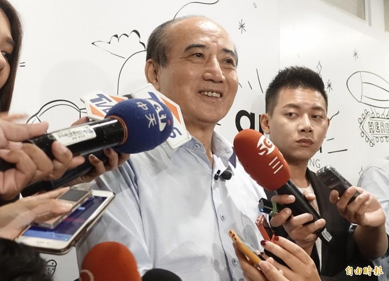 前立法院長王金平受扶輪社邀約演講,媒體問到國民黨盛傳「換韓」一事,他笑說:「沒聽說欸,現在才聽你說。」(記者王藝菘攝)