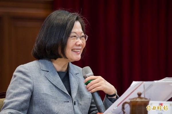 蔡英文今晚在臉書上公開表揚瑞莎、陳建仁及唐鳳,表示「今天這三位台灣人值得我們驕傲」。(資料照)